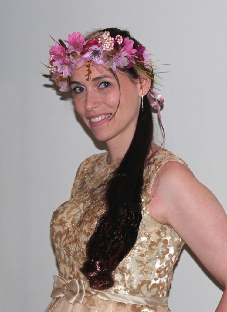 Robe à champagne avec couronne de fleurs - Agence Butterfly