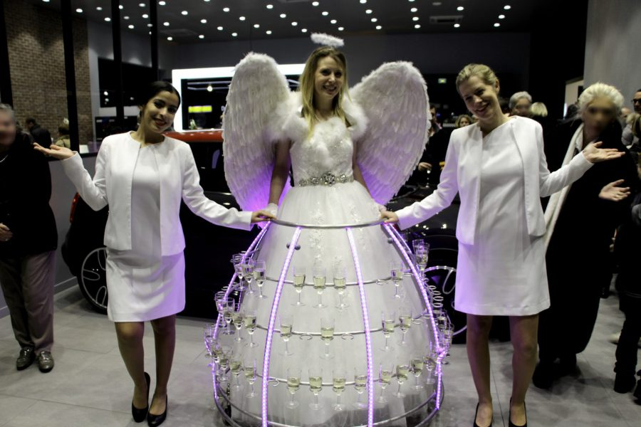 Robe à champagne ange avec 2 hotesses - Agence Butterfly
