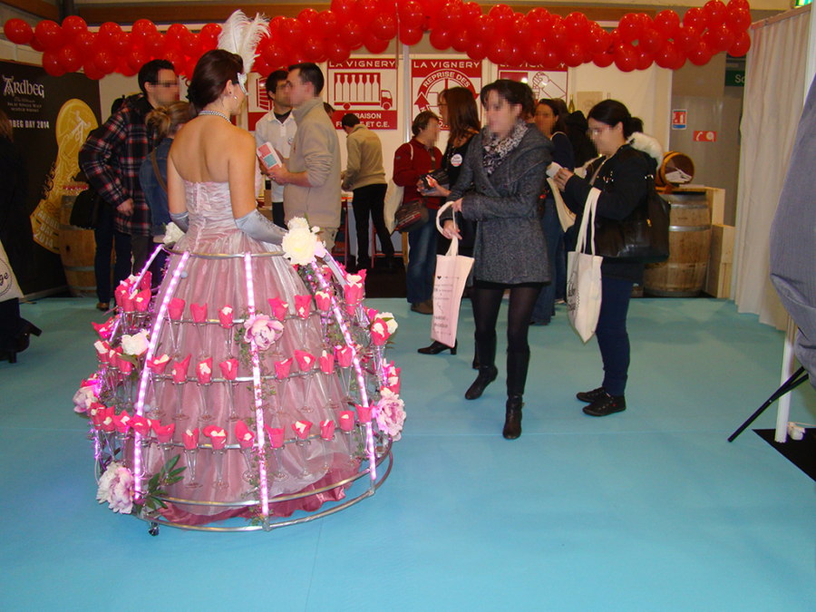 Robe cocktail au salon du mariage - Agence Butterfly