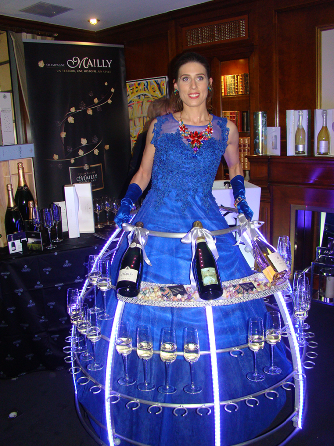 Robe cocktail tenue bleue pour le Champagne Mailly - Agence Butterfly