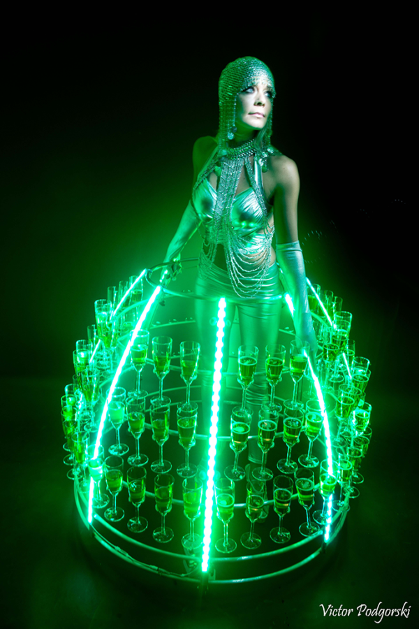 Robe à cocktail futuriste - Agence Butterfly