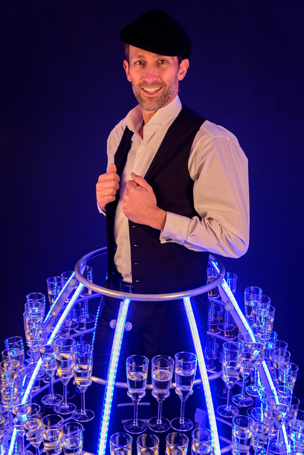 Robe à champagne version masculine led bleu portrait - Agence butterfly
