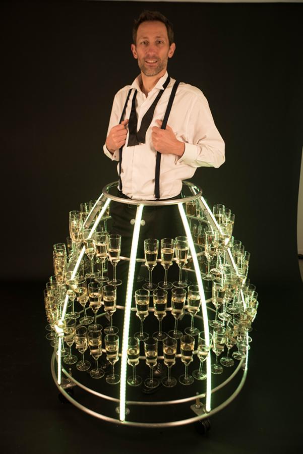 Robe à champagne avec service par un hote - Agence Butterfly