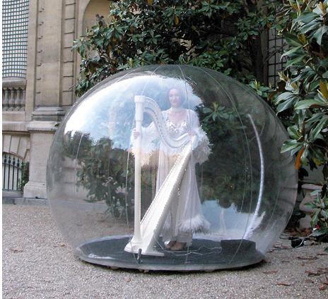 Violoniste dans une bulle - Agence Butterfly