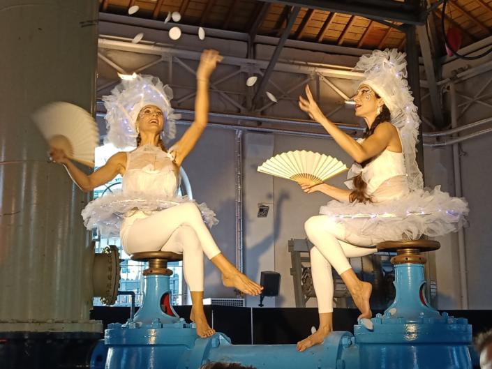Danseuses en deambulation - soiree féérire blanche - agence butterfly