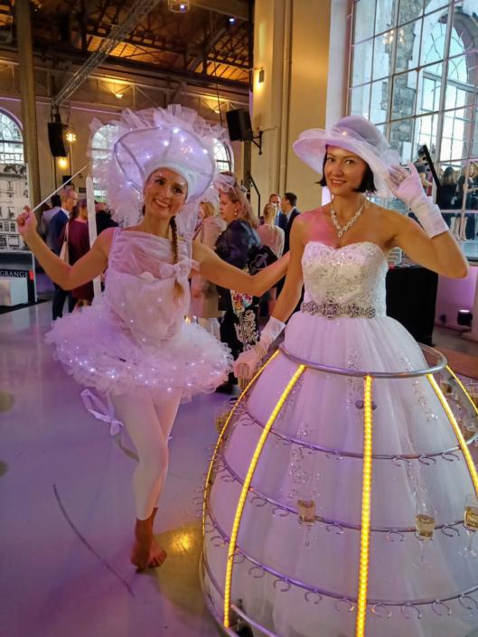 Robe a champagne et danseuse - tenue blanche avec led - Agence Butterfly