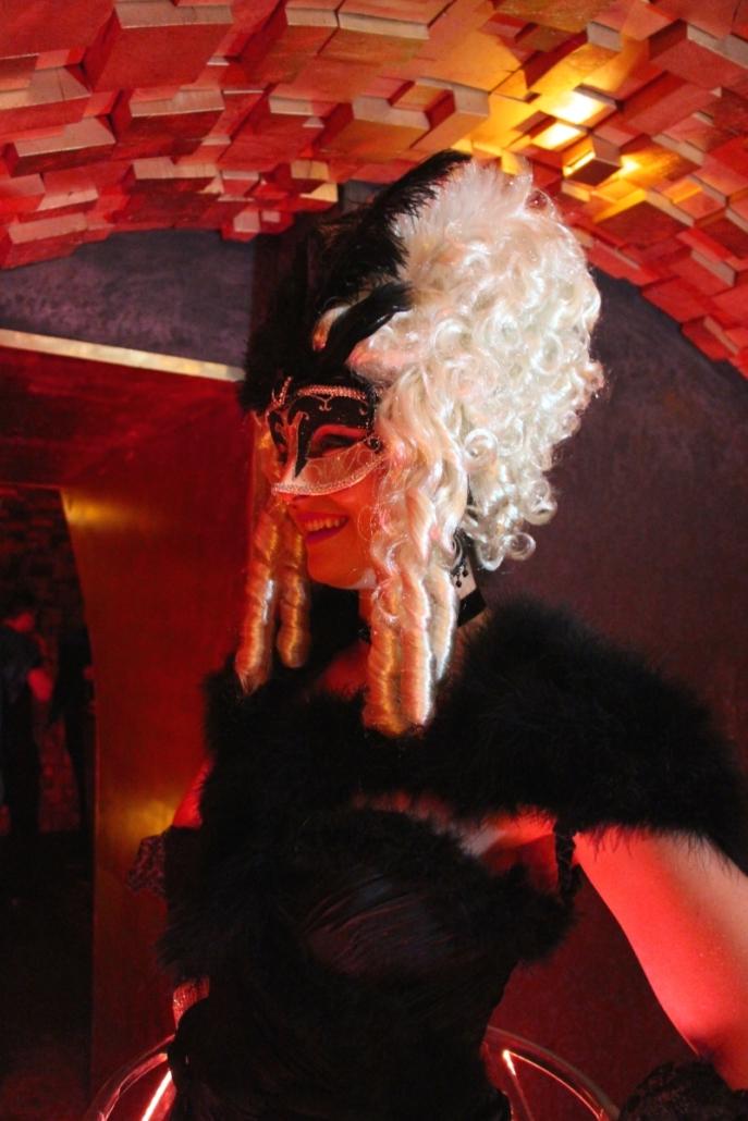 Robe a champagne - Tenue noire Venise par Agence Butterfly
