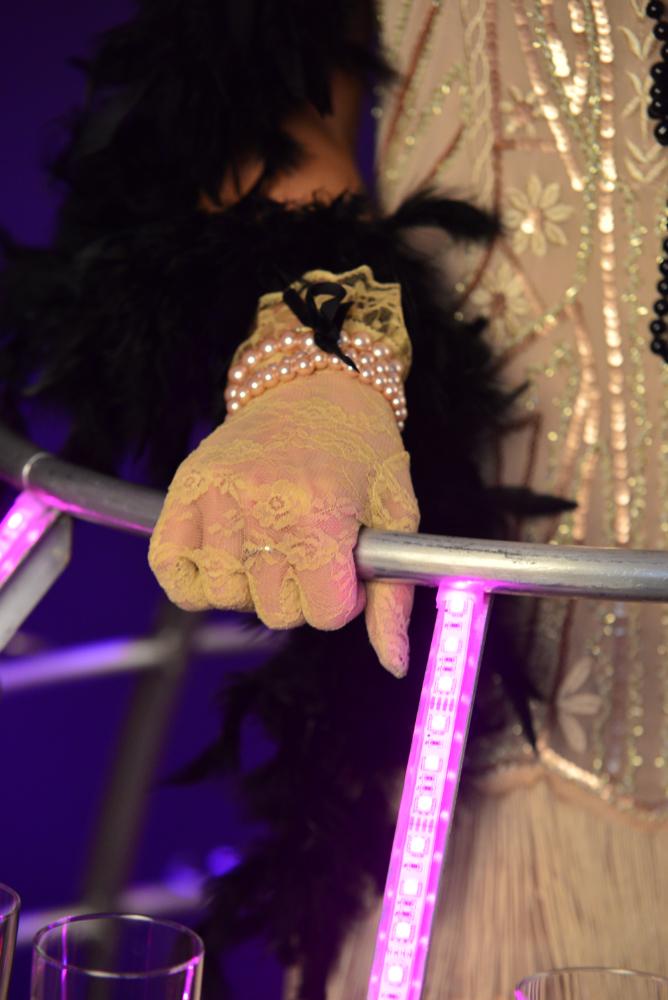 Gants dentelle dorée pour tenue Gatsby robe à champagne de l'agence Butterfly