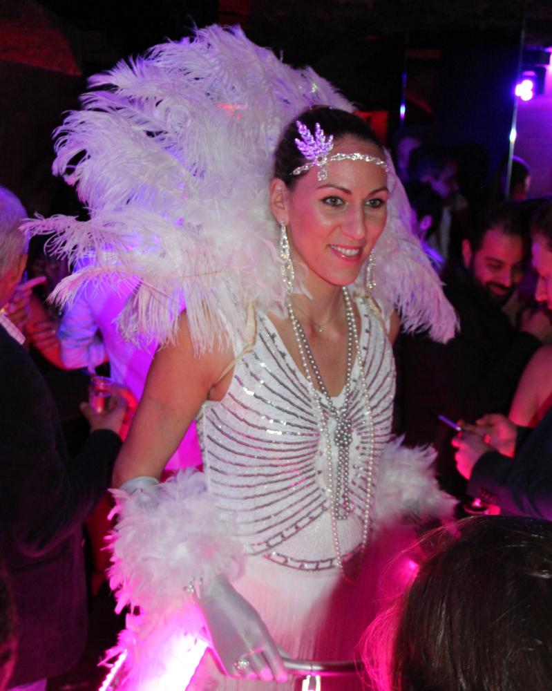 Robe à champagne de l'agence Butterfly - tenue Gatsby Le magnifique avec plumes d'autuche