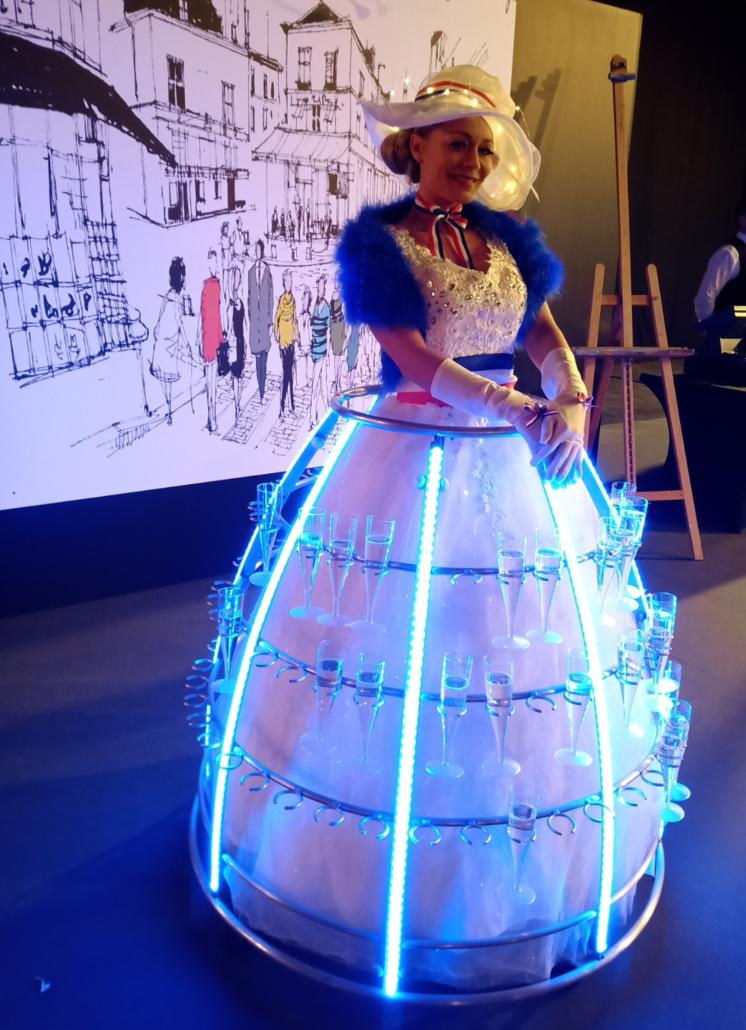 Tenue Bleue, blanc rouge pour robe à champagne par Agence Butterfly