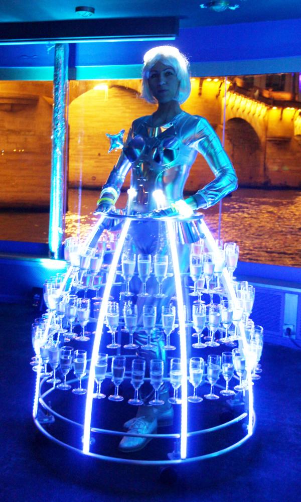 Eclairage à led bleu pour robe à champagne futuriste - Agence Butterfly