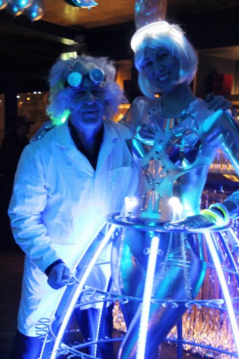 Robe à champagne futuriste avec le professeur Brown - Agence Butterfly